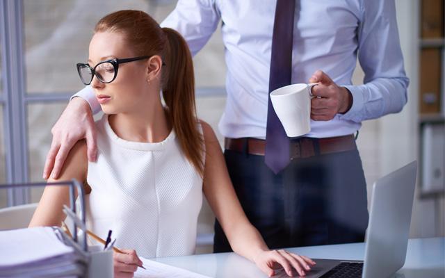 Cómo poner una demanda por acoso laboral